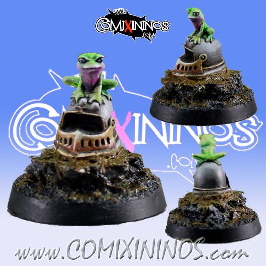 Fantasy Football Helmet with Frog - Maow Miniatures