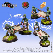 Goblins - Set of 2 Goblin Apothecary Assistants with Stretcher - Mano di Porco